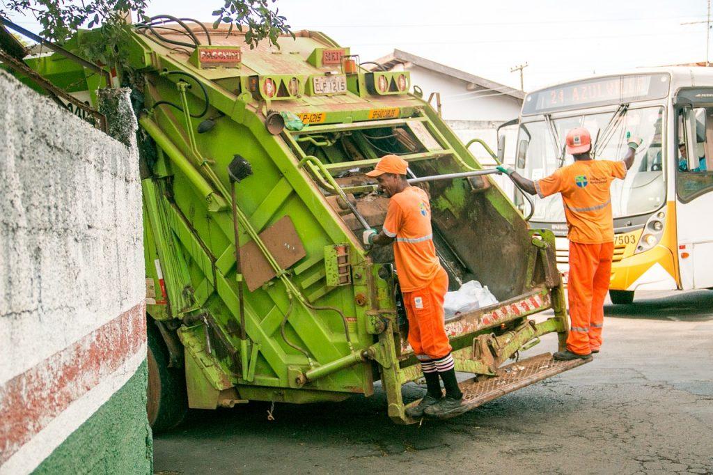 Camion de rassage d'ordures