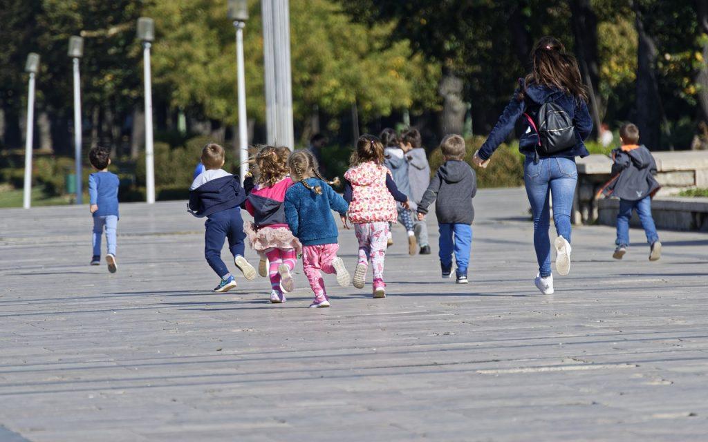ATSEM et enfants