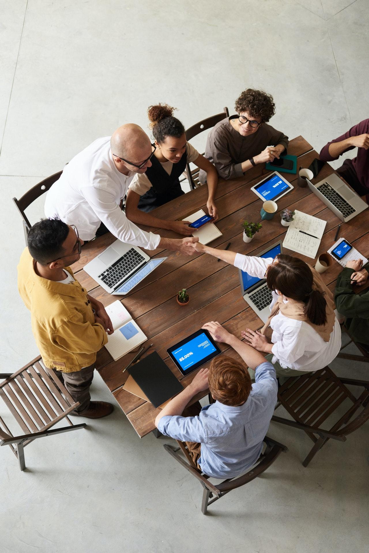 Salariés d'une entreprise en réunion
