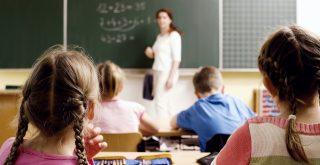 Professeur des écoles en classe
